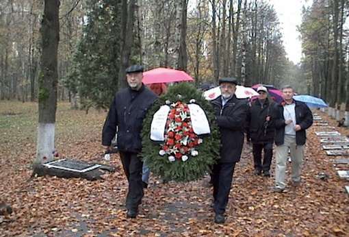 Members of the German-Russian of the partnership. 2012 Society,Hamburg laying a wreath at the War Cemetery, Sinyavino Heights